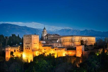 alhambra-granada-12569503-istock